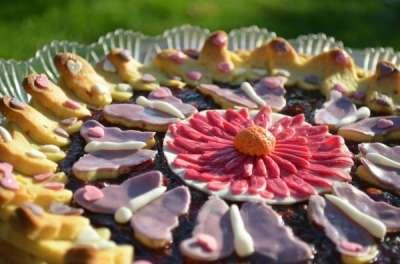 Crostata con decorazioni in pasta di zucchero